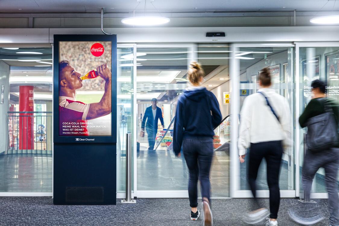 Digitale Werbung auf Screen in Bern – mit Plakat kaufkräftige Zielgruppe erreichen – Branding für Luxusprodukte,  hohe Reichweite, Flexibilität, dynamische Aussteuerung
