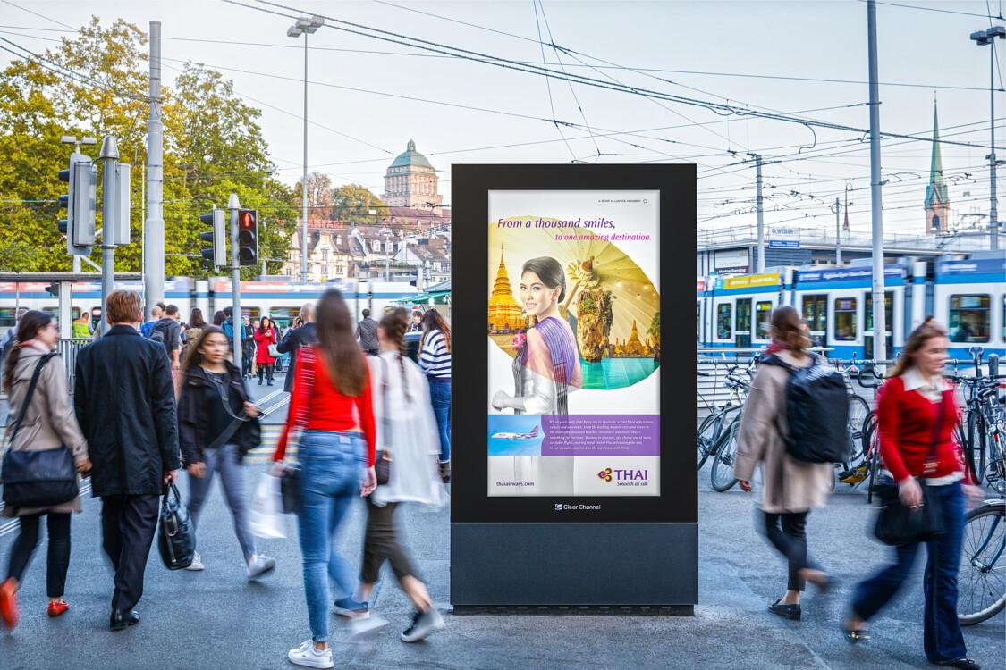 Affiche sur la Limmatquai 2  de Zurich - publicité numérique sur écran au centre de Zurich - atteindre un groupe cible ayant un pouvoir d'achat- Branding pour les produits de luxe, grande portée, flexibilité, contrôle dynamique