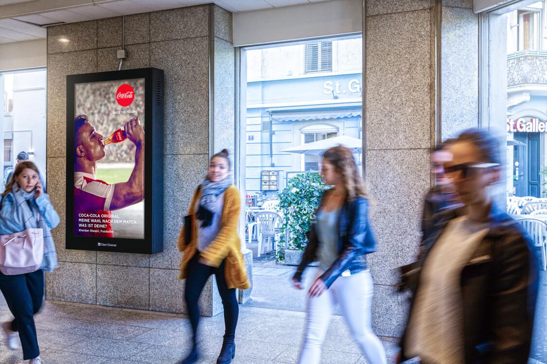 Plakat am  Zürich Sihlquai - Digitale Werbung auf Screen in Zürich – mit Plakat kaufkräftige Zielgruppe erreichen – Branding für Luxusprodukte,  hohe Reichweite, Flexibilität, dynamische Aussteuerung