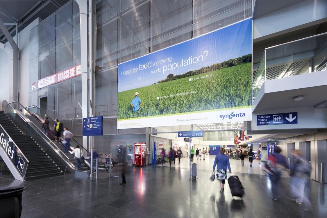 Publicité à l'aéroport - EuroAiport Basel - Affiches classiques et numériques - Comment fonctionne votre publicité dans la zone check-in  - Idéal pour le branding, l'image de marque et la notoriété de marque