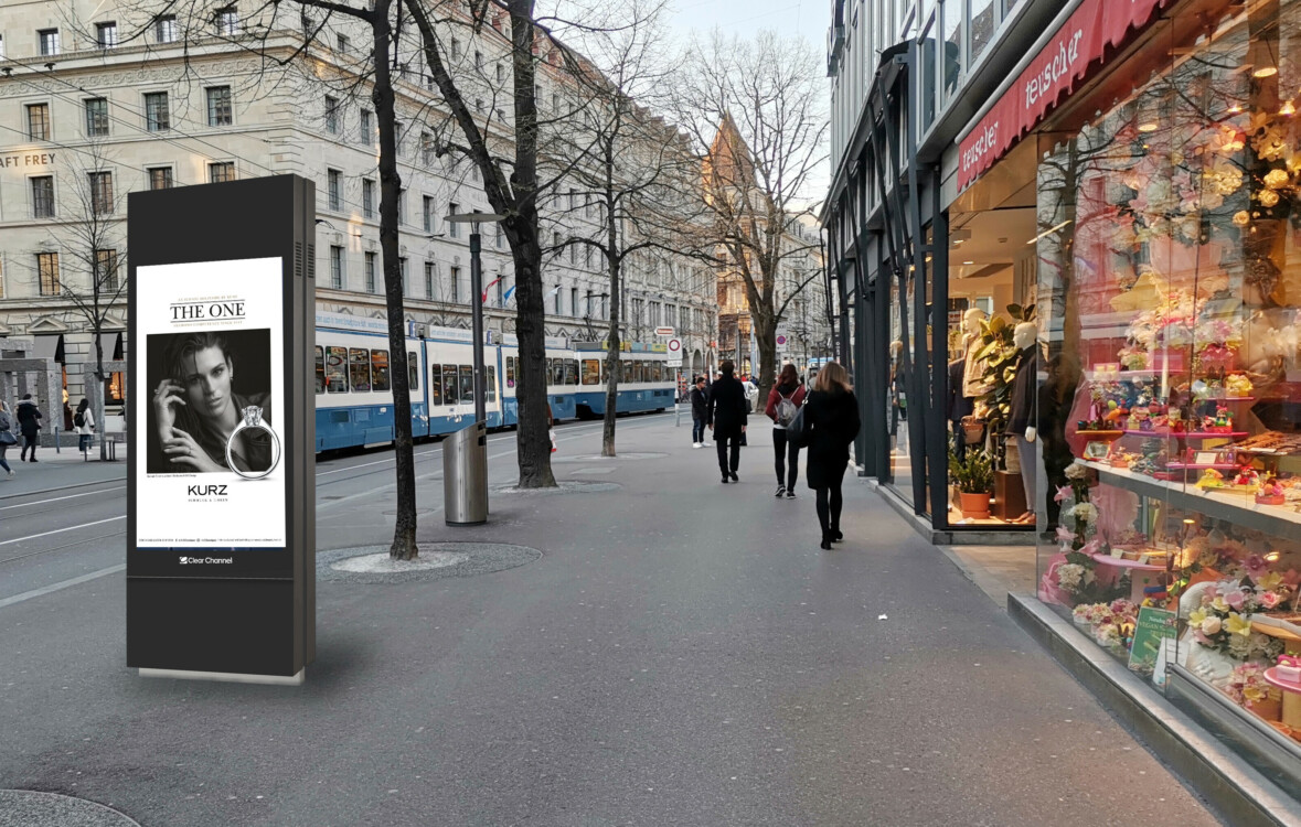 Poster on Bahnhofstrasse Zurich - digital advertising on screen in the centre of Zurich - reach a target group with purchasing power  - branding for luxury products, high reach, flexibility, dynamic control