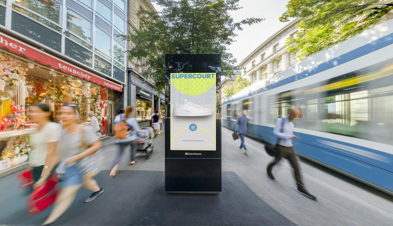 Plakat an der Bahnhofstrasse Zürich - Digitale Werbung auf Screen im Zentrum von Zürich – mit Plakat kaufkräftige Zielgruppe erreichen – Branding für Luxusprodukte,  hohe Reichweite, Flexibilität, dynamische Aussteuerung