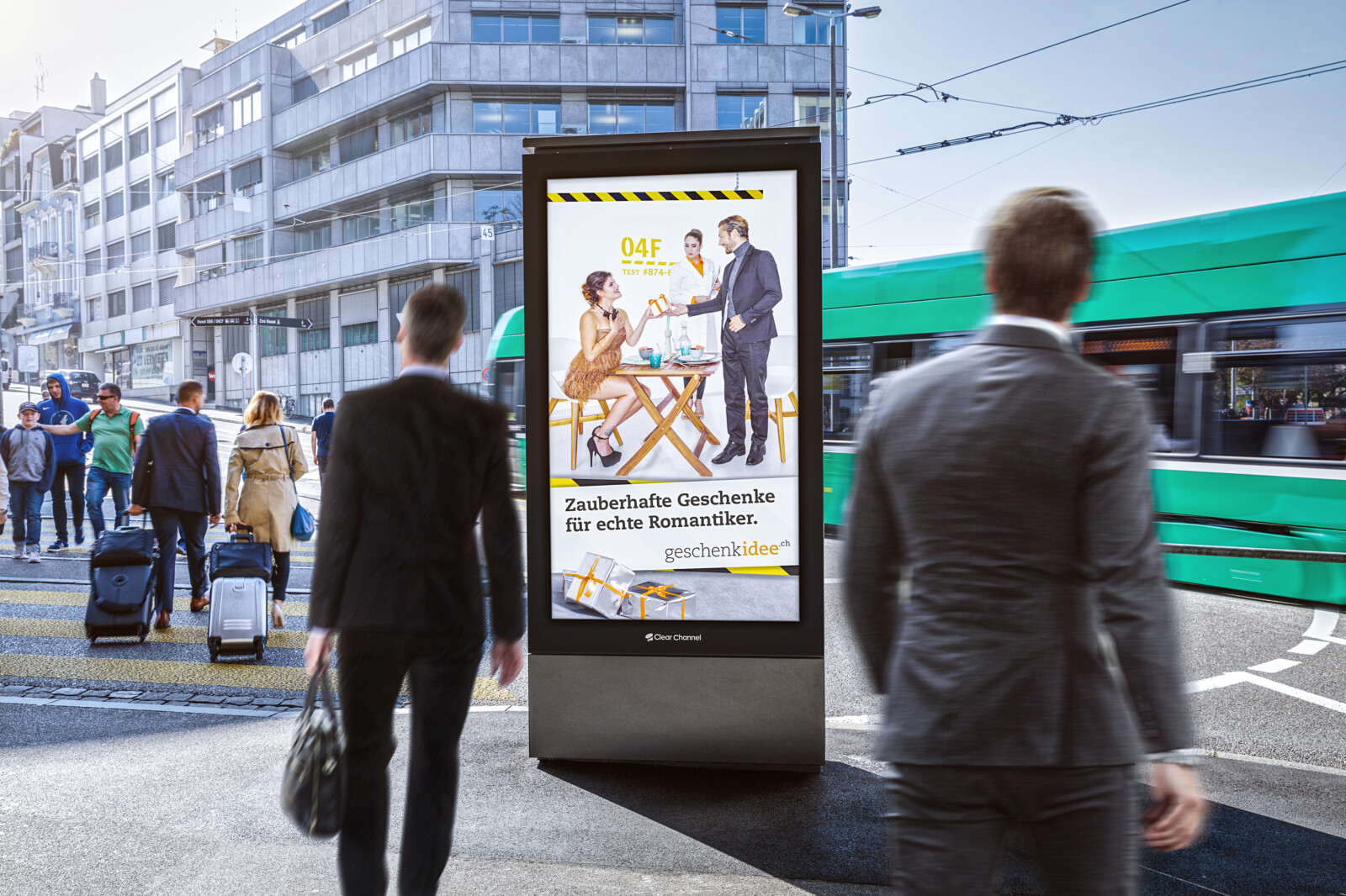 Plakat am Steinentor Basel - Digitale Werbung auf Screen in Basel – mit Plakat kaufkräftige Zielgruppe erreichen – Branding für Luxusprodukte, hohe Reichweite, Flexibilität, dynamische Aussteuerung