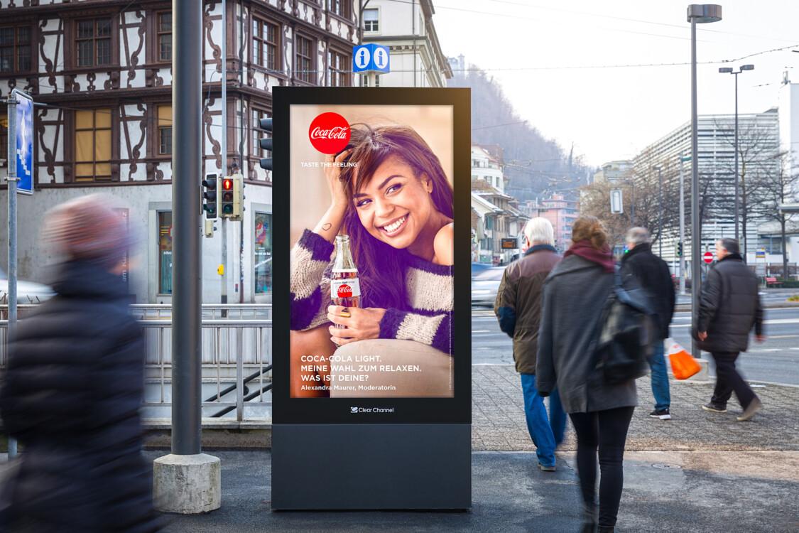 Plakat an der Pfistergasse Luzern - Digitale Werbung auf Screen im Zentrum von Luzern – mit Plakat kaufkräftige Zielgruppe erreichen – Branding für Luxusprodukte, hohe Reichweite, Flexibilität, dynamische Aussteuerung
