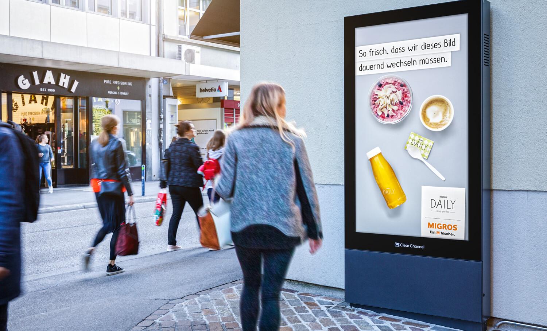 Affiche sur la Loewenstrsse de Zurich - publicité numérique sur écran au centre de Zurich - atteindre un groupe cible ayant un pouvoir d'achat- Branding pour les produits de luxe, grande portée, flexibilité, contrôle dynamique